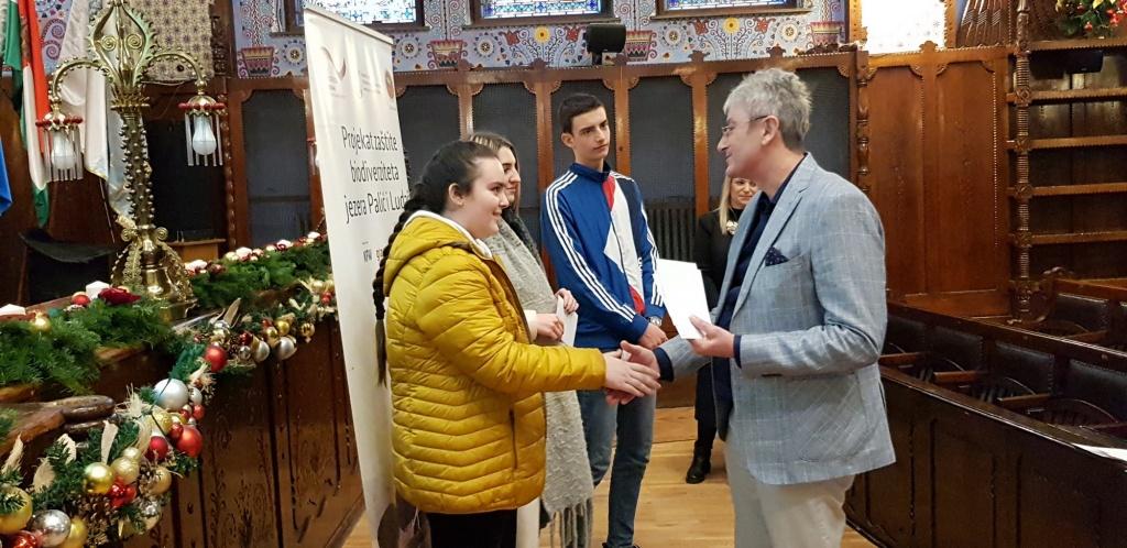 Željko Mitrović dodeljuje nagrade